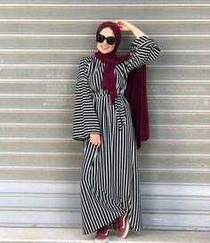 Hijab Style Dress, Modest Fashion Hijab, Modern Hijab Fashion, Abaya Fashion, Muslim Fashion, Hijab Outfit, Chic Outfits, Fashion Outfits, Rihanna Outfits