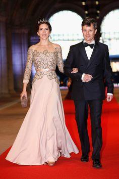 Los príncipes Federico y Mary de Dinamarca en la cena ofrecida por la reina Beatriz de Holanda con motivo de la Investidura de su hijo el príncipe Guillermo Alejandro de Holanda el 29 de Abril de 2013.