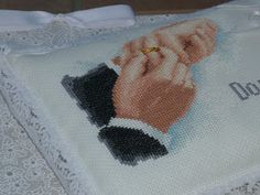 E questo è il cuscinetto portafedi (fatto l'anno scorso quindi con fedi di perline in attesa delle bellissime fedi che hanno scelto...