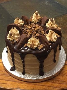 """""""Love makes the world go round, Chocolate makes the trip worth while """" 😍 Type YES if you agree too ❤️✌🏻 . Cute Cakes, Yummy Cakes, Köstliche Desserts, Delicious Desserts, Reeces Cake, Cake Recipes, Dessert Recipes, Pecan Cake, Drip Cakes"""
