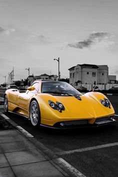 The Pagani Huayra - Super Car Center Pictures Of Sports Cars, Cool Sports Cars, Super Sport Cars, Super Cars, Lamborghini, Ferrari, Bugatti, Pagani Zonda, Classy Cars