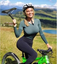 60 Funny WhatsApp Videos, Messages, Jokes and Pictures Whatsapp Videos, Sport Outfit, Cycling Girls, Bicycle Girl, Bicycle Race, Biker Girl, Man Humor, Memes Humor, Funny Memes