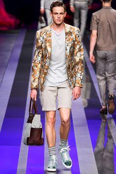 Vogue Hombre: El triángulo de las bermudas. Una pieza indispensable en el armario masculino regresa en estilo sporty, rocker o preppy. http://www.vogue.mx/articulos/tendencias-vogue-hombre-primavera-verano-2013-bermudas/2219#