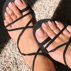 Top Toe Nail Art Ideas For New year 2020 - Spiffy Fashion Pretty Toe Nails, Cute Toe Nails, Cute Toes, Pretty Toes, French Toe Nails, French Toes, French Pedicure, Feet Nail Design, Toe Nail Designs