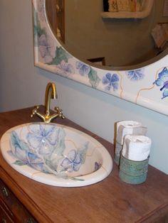 Umywalka i rama do lustra ręcznie malowane z manufaktury Riwal. Handmade basins.