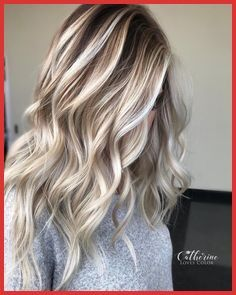 Two Toned Hair Color Ideas 160282 10 Two Tone Hair Colour Ideas To Dye For Crafts Ice Blonde Hair Dark Roots Blonde Hair Thick Hair Styles