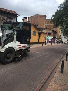 Jornada especial de limpieza y embellecimiento #ViveElCentro en el Eje Ambiental de Bogotá Street View, Cleaning