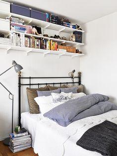 Idée rangement au dessus du lit
