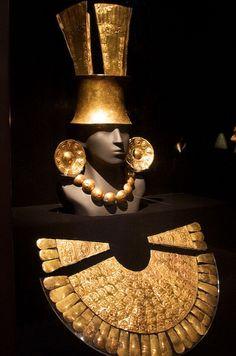 Pectoral, tocado, aretes y collar Joyería Antigüa Inca.