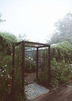 Som hos Elsa – Frågor och svar Kirchen, Villa, Pergola, Arch, Outdoor Structures, Garden, Plants, Longbow, Garten