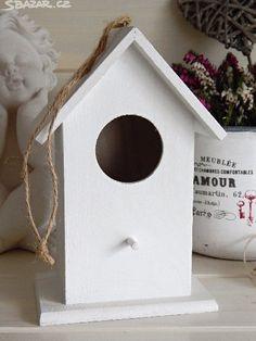 Dřevěná ptačí budka bílá s patinou. Dekorace - obrázek číslo 1