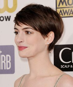 anne hathaway hair cut | Anne Hathaway Breast Side View http://www.thehairstyler.com/hairstyles ...