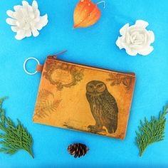 Owl vintage print vegan coin purse from Viaggio collection by LAVISHY for wholesale to gift shops, clothing & fashion accessories boutiques, book stores in Canada, USA & worldwide. Online shopping at www.lavishy.ca Tech Accessories, Fashion Accessories, Gift Shops, Vegan Fashion, Boutiques, Vintage Prints, Vegan Leather, Online Shopping, Coin Purse