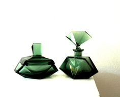 1920's Art Deco Gem Cut French European Matching Emerald Green Crystal Vanity Set with Perfume Bottle and Jewelry Box