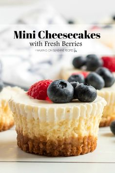Mini Cheesecakes with Fresh Berries are the perfect dessert to serve for a party, BBQ or even baby shower. Plus, they look great on a dessert table! Best Dessert Recipes, Cheesecake Recipes, Fun Desserts, Sweet Recipes, Delicious Desserts, Drink Recipes, Breakfast Recipes, Vegan Recipes, Canned Blueberries