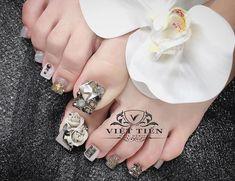Pretty Toe Nails, Pretty Toes, Love Nails, Pedicure Designs, Toe Nail Designs, New Year's Nails, Gel Nails, Toe Nail Art, Acrylic Nails