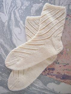 Crochet Socks, Knitted Slippers, Wool Socks, Knit Crochet, Knitting Stitches, Knitting Socks, Knitting Patterns, Knit Shoes, Sock Shoes
