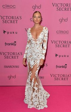 Candice Swanepoel in a sexy white see through gown attended the pink carpet of the 2014 Victoria's Secret Fashion Show on December 2014 in London, England.Candice Swanepoel looks so hot wearing the lace evening dress with the long sleeves and deep v Pink Carpet, Red Carpet Looks, Red Carpet Dresses, Candice Swanepoel, Evening Dresses With Sleeves, Evening Gowns, Des Femmes D Gitanes, Glamour, Super Moda