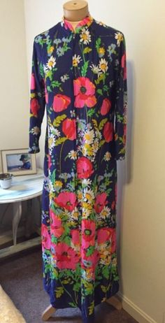 Lovely floral printed vintage robe / gown. For sale now!