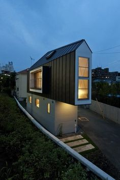 Tokyo house by design firm Mizuishi Architect Atelier.