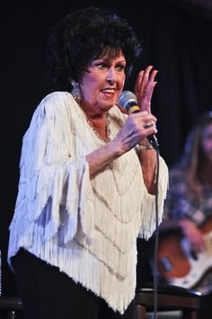 Wanda Jackson Pinup | Photos of Wanda Jackson at The Taft Theatre