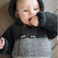 130-3 - Hættetrøje med striber Opskrifter Mayflower Baby Barn, Baby Presents, Diy For Kids, New Baby Products, Pullover, Bricolage, Baby Favors, Sweaters, Sweater