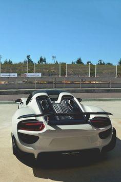 Porsche 918 yol tutkunlari icinn