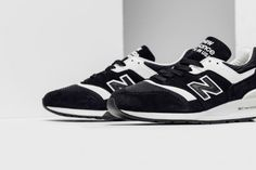 New Balance's 997 silhouette receives a monochromatic makeover for the  upcoming season. The Made in the USA runner showcases premium construction  with a ...