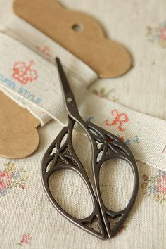This is really cute antique style scissors.Perfect for manicure, decoration, cutting craft materials…