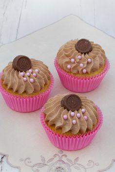 Vaniljcupcakes med ploppfluff / Vanilla cupcakes - Ateco 869 - made by Helle