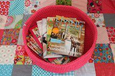 Zeitschriftenkorb XXL, 45 cm, pink von Spaßwerkstatt auf DaWanda.com