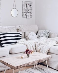 Find your favorite Minimalist living room photos here. Browse through images of inspiring Minimalist living room ideas to create your perfect home. My Living Room, Home And Living, Living Room Decor, Diy Home Decor Rustic, Diy Home Decor Bedroom, Apartment Living, Decorating Your Home, Family Room, House Design