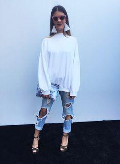 Carolina Castro escolheu a blusa, calça e bolsa da Zara, salto da Talie NK e brinco feito por ela mesma!
