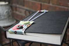 Elastic and fabric bookmark.