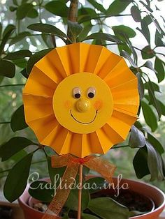 Summer Craft for Kids - Sunshine Plant Stick * slnko Summer Crafts For Kids, Paper Crafts For Kids, Spring Crafts, Projects For Kids, Crafts To Make, Art For Kids, Craft Projects, Arts And Crafts, Daycare Crafts