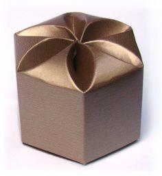 Caixa Sextavada para lembrancinhas, mini bem casado, mini pão de mel. www.balgraphic.com.br