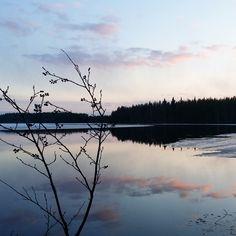 """Iltamaisema ©Kati: """"Jäät ovat alkaneet sulaa Ala-Tervajärvellä Hyrynsalmella. Auringon laskiessa keväinen luonto on kaunis näky."""""""