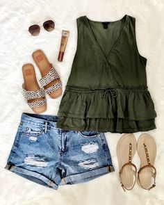 I would wear this whole outfit! The shorts have to be roomy though! I hate tight fitting shorts! Casual Summer Outfits, Short Outfits, Spring Outfits, Trendy Outfits, Summertime Outfits, Grunge Outfits, Mode Outfits, Fashion Outfits, Womens Fashion