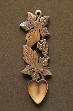 lovespoon 48 - : Welsh love spoons The Lovespoon Gallery Wood Carving Patterns, Wood Carving Art, Wood Art, Intarsia Holz, Welsh Love Spoons, Heart Shaped Bowls, Carved Spoons, Chip Carving, Wood Spoon