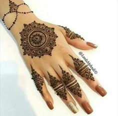 Must check out the simple gol tikka mehndi designs for hands. Choose your favorite gol tikka mehndi either for front hands or back hands. Henna Hand Designs, Hena Designs, Mehndi Design Pictures, Best Mehndi Designs, Mehndi Designs For Hands, Henna Tattoo Designs, Nail Designs, Mehndi Images, Mehendi