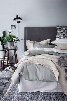 Skapa din stil i sovrummet med ljus bäddtextilier.  #ellos