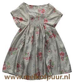 https://www.melkofpuur.nl/p-room seven jurk met gesmockte pas lichtgrijs met bloemen dunne gladde stof-93145