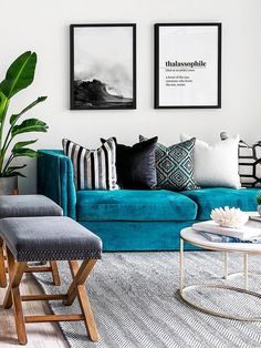 Living Room Turquoise, Teal Living Rooms, Living Room Green, Living Room Sofa, Living Room Designs, Turquoise Sofa, Blue Velvet Sofa Living Room, Sofa Design, Teal Sofa