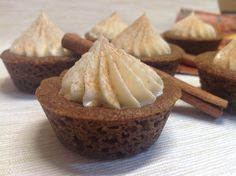 Gingerbread cookie cups with cream cheese filling / Perníčkové košíčky Cookie Cups, Cream Cheese Filling, Cheesecake, Healthy Recipes, Healthy Food, Cupcakes, Cookies, Baking, Breakfast