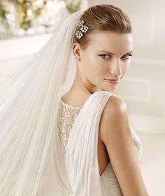 MARIAN » Wedding Dresses » 2013 Fashion Collection » La Sposa (close up)
