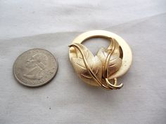 Vintage Monet Circle With Leaves Brooch / Pin In Textured Gold Tone Finish #Monet