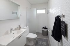 20 Stylish Small White Bathrooms Design Ideas (WITH PICTURES)