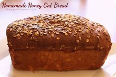 Drizzled with honey and oats before it bakes, this homemade Honey Oat Bread Recipe is to die for! Perfect to give as a gift to a neighbor or friend. Oat Bread Recipe, Honey Oat Bread, Oatmeal Bread, Honey Butter, Bread Machine Recipes, Bread Recipes, Real Food Recipes, Cooking Recipes, Yummy Food