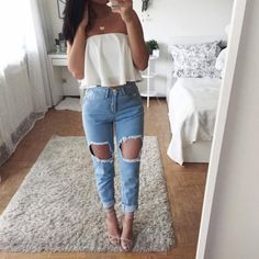 Ripped jeans for women can be paired with various items in order to look cool and fashionable. Check out our ideas how to wear your jeans. Chic Outfits, Trendy Outfits, Fall Outfits, Summer Outfits, Fashion Outfits, Style Fashion, Fashion Beauty, Spring Outfits For School, Outfits For Teens