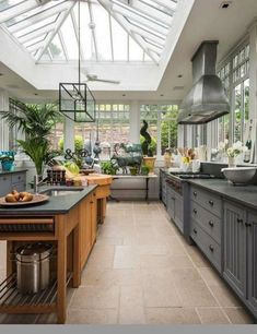 Best Conservatory Kitchen Ideas - Home Decor Design Kitchen Dining, Kitchen Decor, Kitchen Ideas, Kitchen Small, Sunroom Kitchen, Kitchen Cabinets, Kitchen Interior, Open Kitchen, Design Kitchen